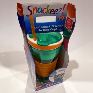 NEW Snackeez Green 2 in 1 Snack & Drink Cup